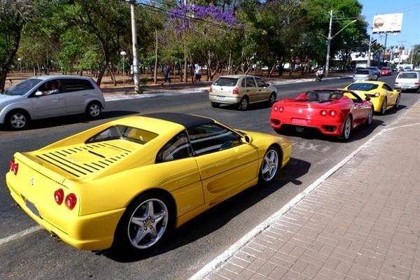 A yellow Ferrari 355 GTS and a red Ferrari 360 Spyder