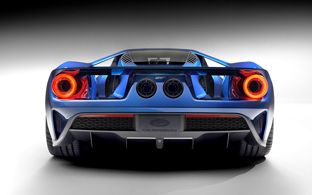 The Ford GT 2016 looks fantastic from the rear with those headlights!