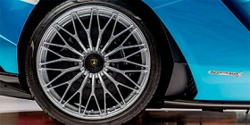 Centre-lock wheels from the S/SV for your LP700