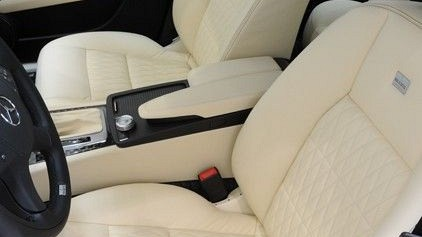 Middle Console in Leather / Alcantara Image 1