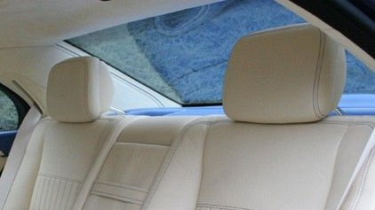 Rear Headrests (Leather/Alcantara) Image 1