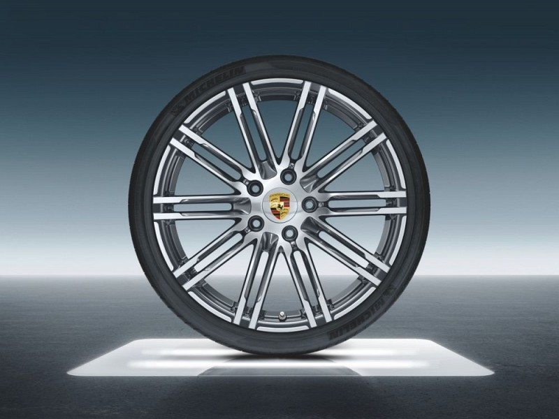20-inch 911 Turbo summer wheel-and-tyre set Image B
