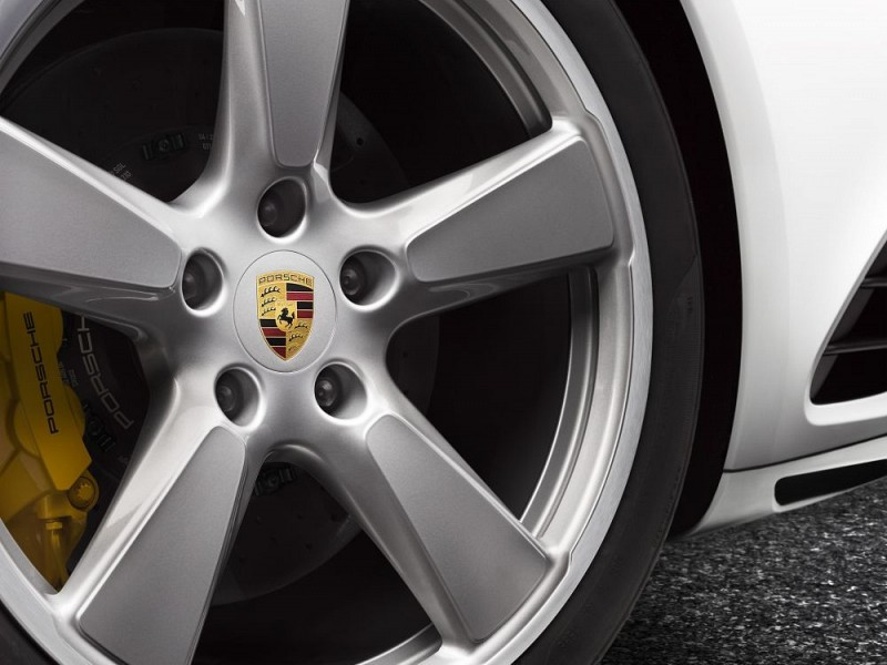 Wheel hub covers Image B
