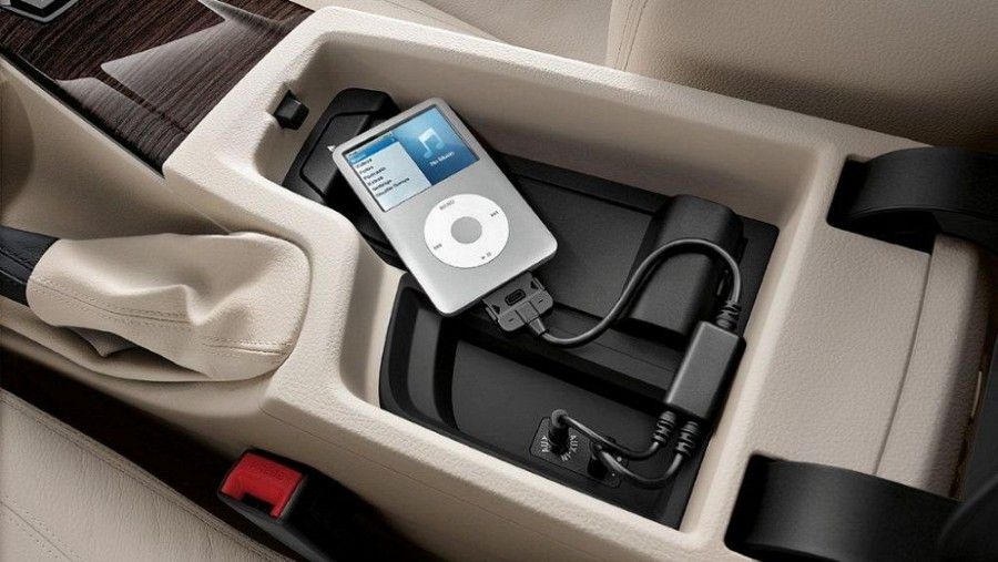 0a9197171e3 Genuine Accessories for Bmw E93 M3 Convertible - Music adapter for Apple  iPod   iPhone